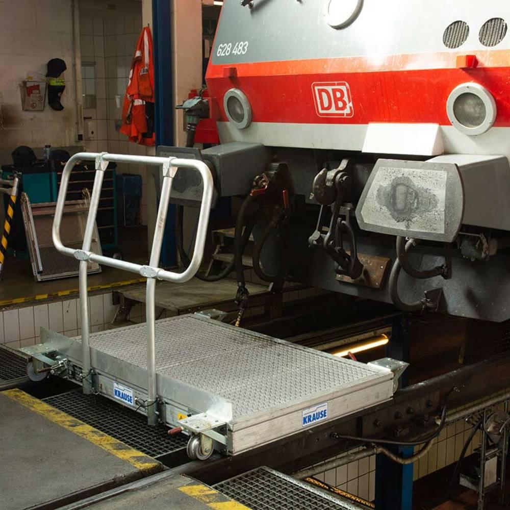 Передвижная рабочая платформа с роликами для рельса