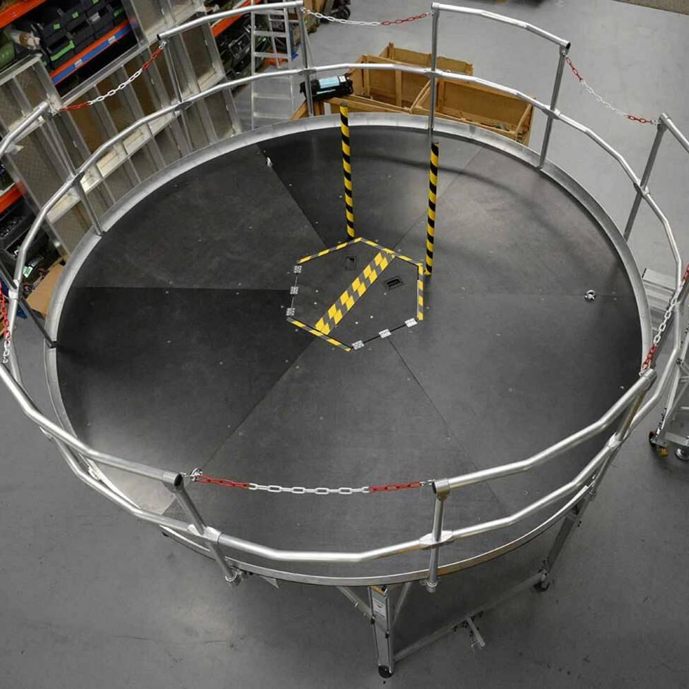 Круглая рабочая платформа с запирающимся люком