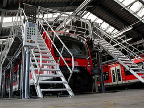 Рабочая платформа для работ на крыше с лестницами с двух сторон и защитными дверями