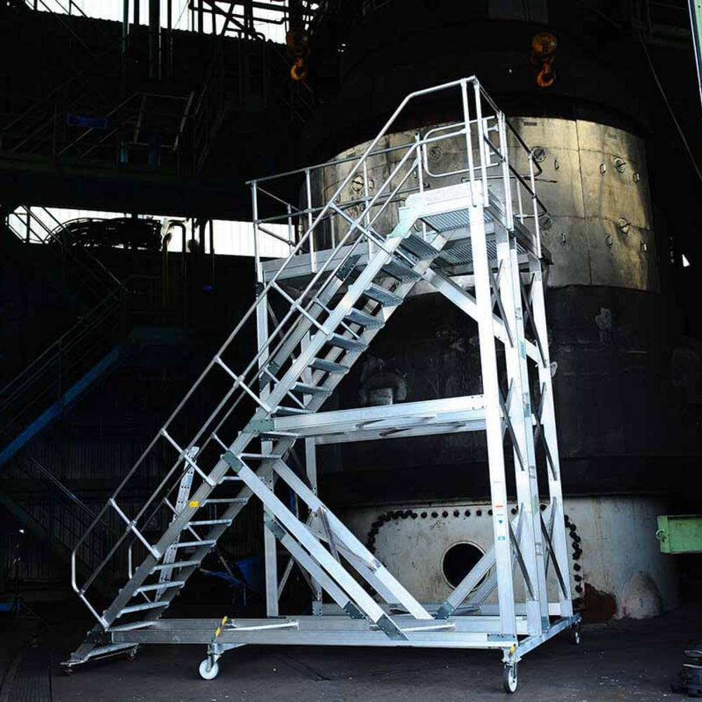 Передвижной трап с платформой для обслуживания и инспекции оборудования