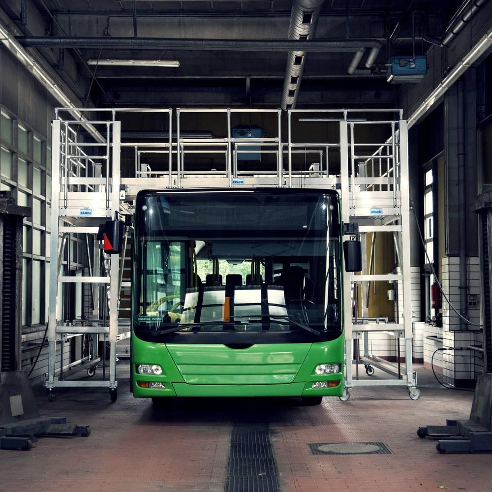 Передвижная рабочая платформа для обслуживания автобусов