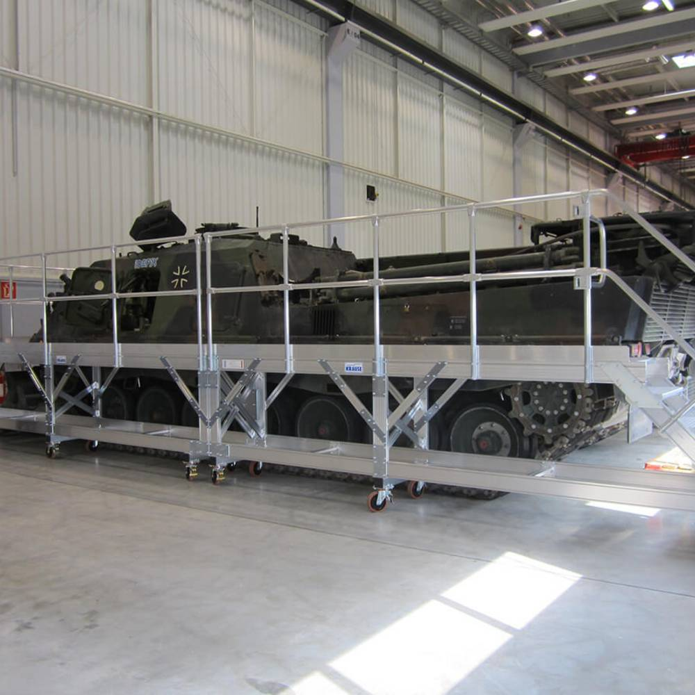 Передвижная рабочая платформа для обслуживания бронированной техники