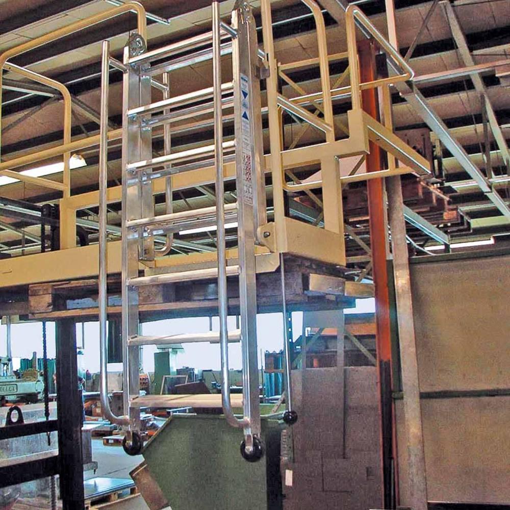 Шарнирная лестница с поручнями и направляющими роликами