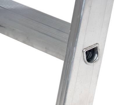 Стеллажные лестницы для Т - шины. Высокопрочное развальцованное соединение боковинами стремянки с широкими 80 мм профилированными ступенями для безопасного подъёма и работы