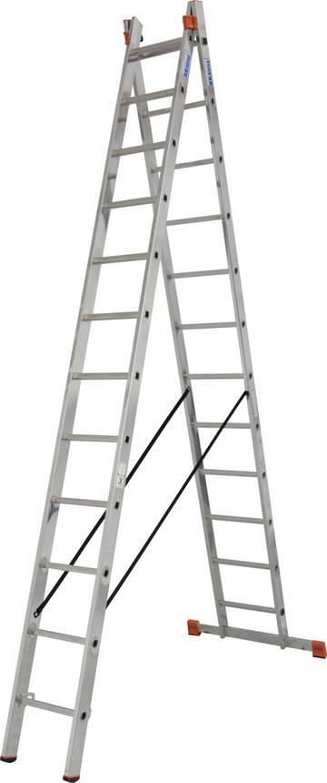 Двухсекционная универсальная лестница используется как стремянка