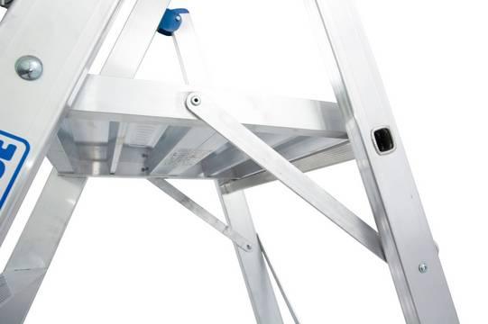 Стремянка STABILO с большой площадкой и дугой. Большая площадка 500 х 450 мм