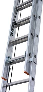 Двухсекционная лестница с тросом Robilo. Алюминиевая лестница с тросом и удобной регулировкой высоты.