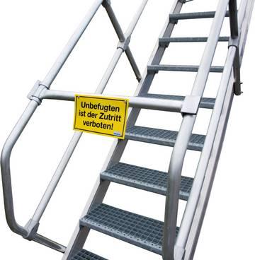 Для обеспечения безопасности места подъема на трап.