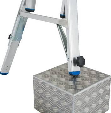 Шарнирная телескопическая лестница с выдвижными боковинами. 4 встроенных удлинителя боковин на внешних секциях лестницы Integrated Tele-System