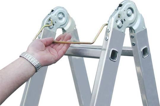 Двухсторонняя шарнирная лестница. Запатентованный шарнир. При помощи дуги приводится в действие одной рукой