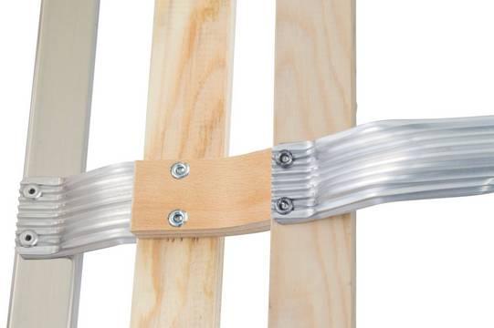 Лестницы для крыши (алюминий). Поставляются из алюминия, дерева или в комбинации алюминий-дерево