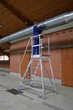 Пример использования Лестница с платформой односторонняя