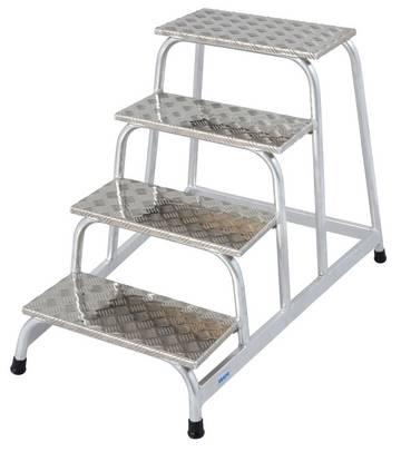 Прочная монтажная подставка из алюминия, хорошо зарекомендовавшая себя в условиях повышенной опасности скольжения.