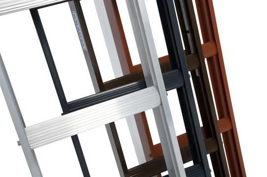 Стационарные лестницы для крыши. Боковины и полукруглые профилированные перекладины изготовлены из алюминия