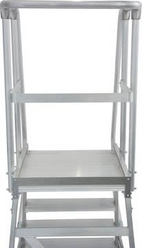 Односторонние передвижные лестницы с платформой. Трехстороннее ограждение платформы высотой 1,0 м, с защитной планкой на уровне колен и плинтусом