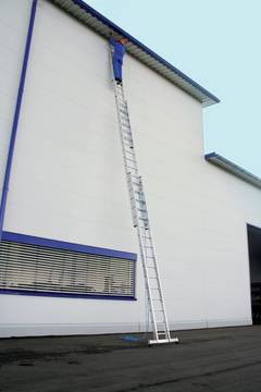 Пример использования Лестница с тросом, трёхсекционная
