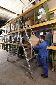 Пример использования Лестница с платформой двухсторонняя, согл. EN 131-7