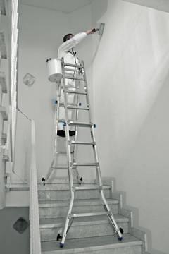 Пример использования Шарнирная телескопическая лестница с 4 удлинителями боковин