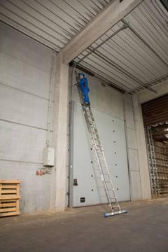 Пример использования Лестница с тросом, две секции