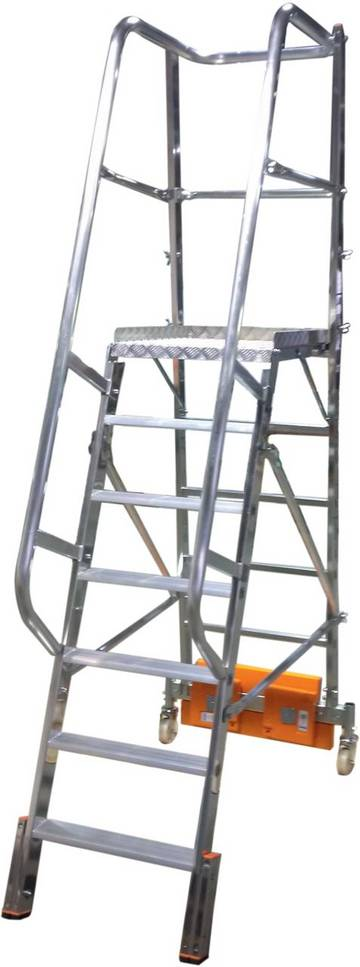 Односторонняя лестница с алюминиевой платформой с не большой площадью основания. Имеется выбор между траверсой или балластом для использования между стеллажами.