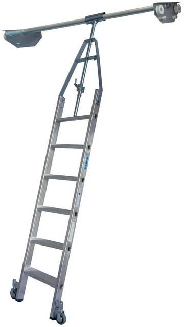 Алюминиевая стеллажная лестница со встроенным блоком роликов для двухрядных стеллажей.
