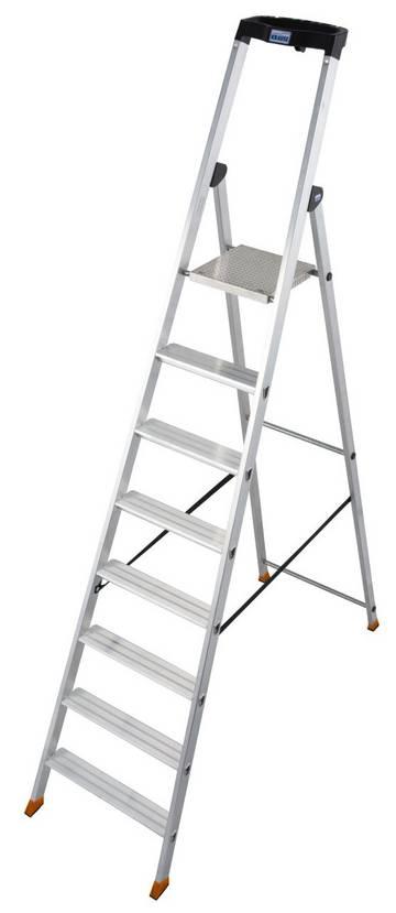 Прочная алюминиевая стремянка с развальцованными ступенями и нескользящей площадкой для многолетнего использования.