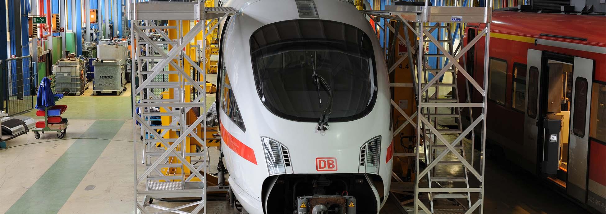 Передвижная рабочая платформа для технического обслуживания поездов