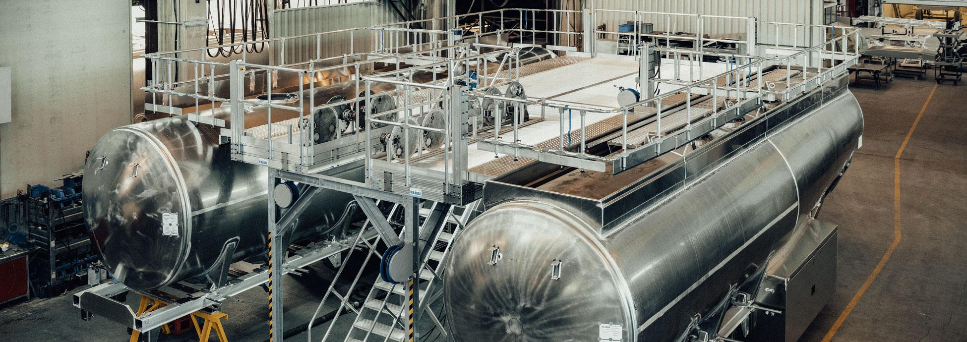 Двойная рабочая платформа с трапом для производства автоцистерн