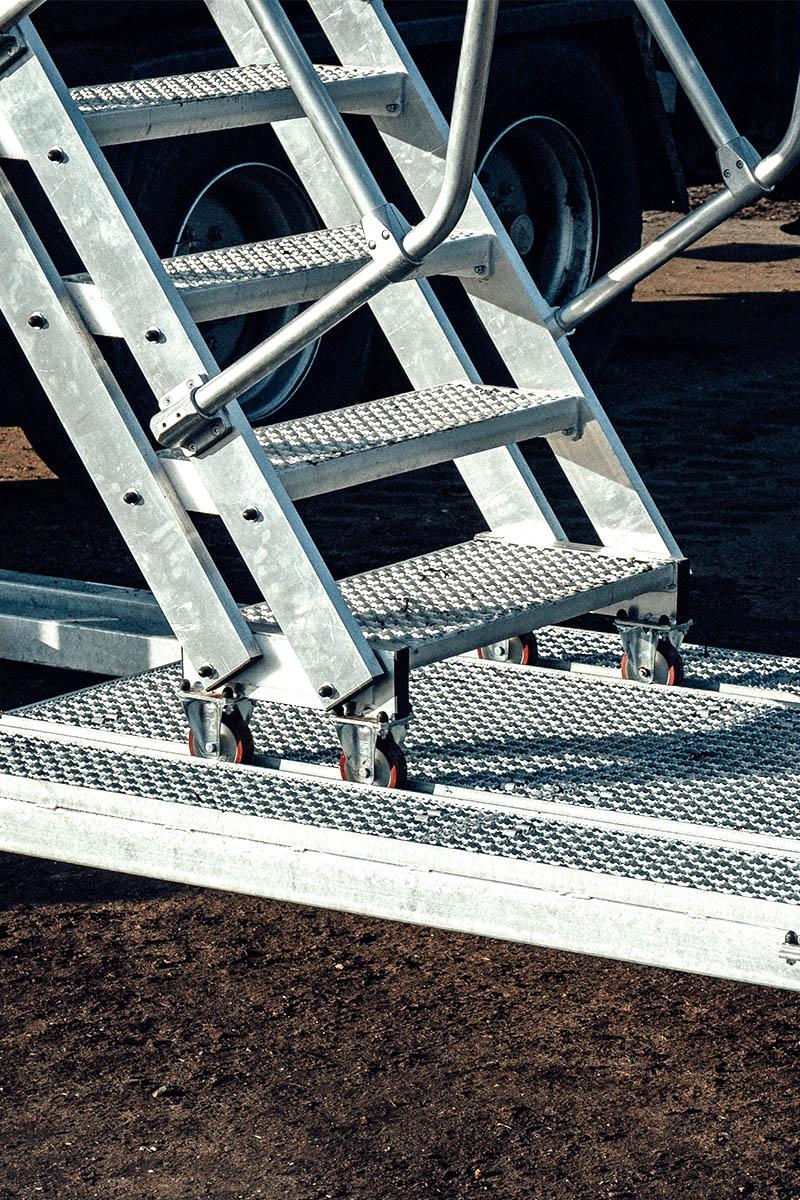 Лестницы с изменяемым углом наклона для безопасного подъема на все высоты